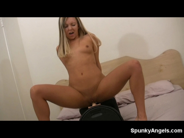Aaliyah Love cums on the sybian